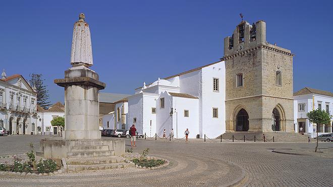 Largo-da-Sé-de-Faro_Rui-Morais-de-Sousa_660x371
